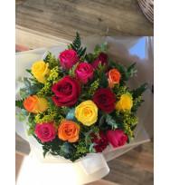 Buquê com 12 Rosas Coloridas